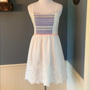 Chelsea & Violet Embroidered Lace White Dress Med